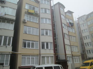 Тогатин, центр, новый дом, ул. Трандафирилор, белый вариант, 57кв.м, +кладовка в подвале.