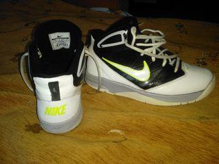 Продам 5 пар обуви. На фотографиях есть оригинальные кроссовки. За подробностями в ЛС или звоните.