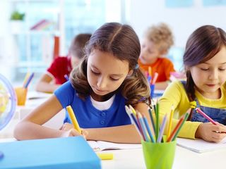 Pregătire pentru școală în limbile română si rusă.
