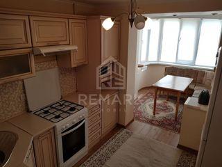 Chirie  Apartament cu 3 odăi, Centru,  str. Columna, 400 €