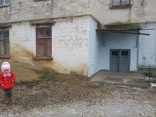 Vind apartament in Ghindesti 3 odai fara reparatie!