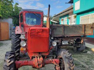 Tractor T40 si remorca