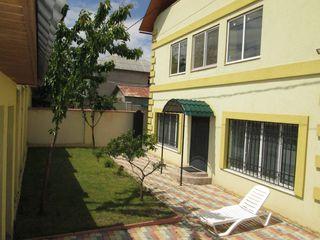 Casa duplex pentru una sau doua familii la Tohatin, 4 km de Chisinau, 10 ari, euroreparatie, mobila