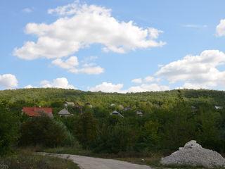 Продаётся земельный участок  возле леса. 15км от Кишинева.