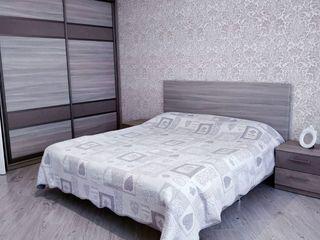 Apartament cu 3 odăi 108 м2, Ialoveni, Centru
