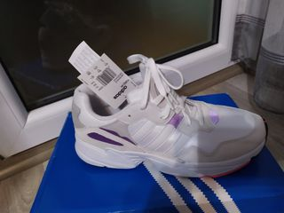 Adidas кроссовки .новая ,редкая модель  высокого качества