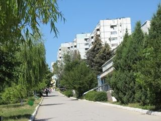 Pret negociabil  apartament cu 3 odai str. 27 August cu balcon la bucatarie