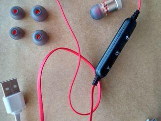 Новые компактные беспроводные стерео наушники с магнитным креплением - 150 лей