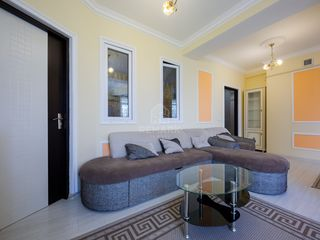 Se dă în chirie  apartament cu 2 camere, amplasat pe str. Columna, sect. Centru!
