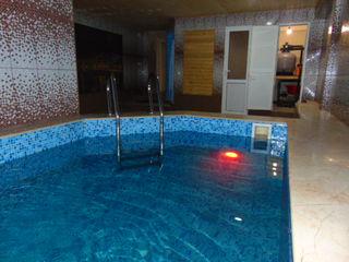 Zamecatelinaia sauna na botanike uitno i komfortno basein teplaia voda