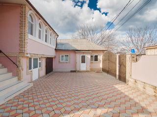Se vinde casă gata de trai pe un teren de 8.7 ari, 4 camere, bucătărie de vară, garaj, grădină, seră