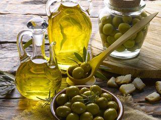 Măsline verzi și ulei extravirgin de măsline artizanal din Sicilia de calitate superioară
