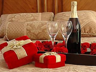 H. A romantic dinner - the perfect gift