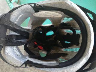 Шлемы и защита из Германии.От 150 лей .Велокресла детские.