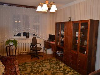Se vinde apartament cu 3 odăi în Centru
