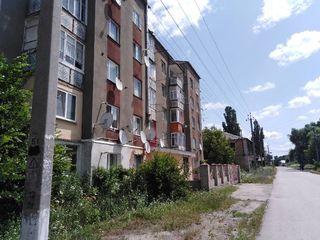 продаётся 2-ух комнатная квартира в центре г. Атаки (Отачь) ул.Дружбы 5/25  подробности по телефону