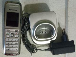 радиотелефон Panasonic с зарядкой, без базы