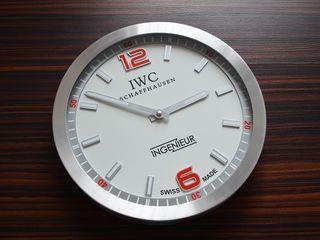 Настенные часы IWC.