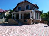 Spre chirie casa 2 nivele.Teren-6 ari,s-180 mp.Reparatie Euro!!!Pret-700 €.