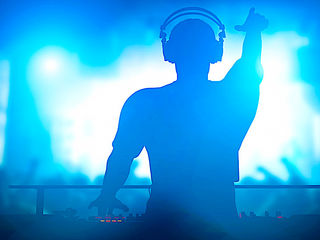 Muzica Solist Moderator si Efecte speciale+DJ la evenimentul tau!