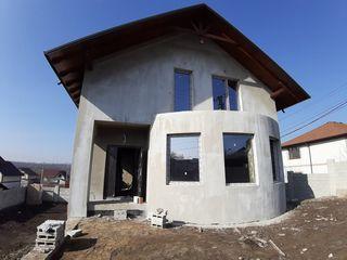 Se vinde casă în 2 nivele+subsol! 4 camere, variantă sură! 170 m2!