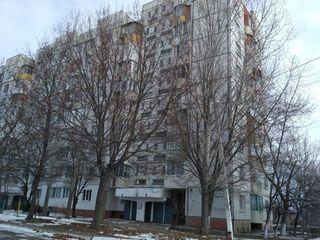 Dobruja. Luceafărul 5. Apartament cu 3 odăi seria 143 la etajul 9/9 situat in suburbia Chișinăului.