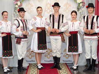Dansatori la diferite ceremonii ,, Hora Moldovei ''