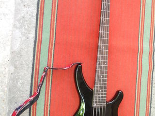 """2 бас гитары-4-х и 5-и струнная.""""Ampeg""""-Analog Preamp Bass"""