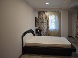 Se oferă spre chirie un apartament cu 2cameră+living sec. Centru, str. Alexandru Hajdeu