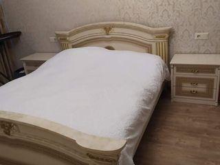 Vind dormitor cu 2 noptiere!