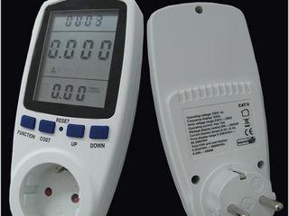 Компактный цифровой измеритель мощности электроприборов.