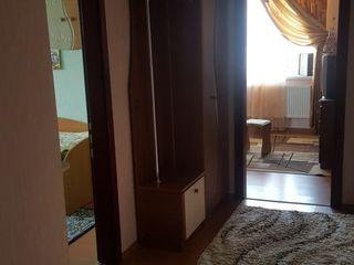 Продаётся  2-х комнатная квартира в центре,с мебелью