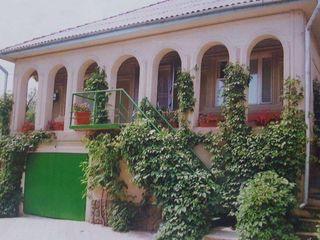 Vând casă în sectorul nou din comuna Grătiești, str. Miron Costin. Încălzire Autonomă.
