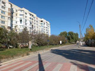 Apartament de 90 m.p. la Ialoveni .Et.4 din 9.Seria 143 din mijloc