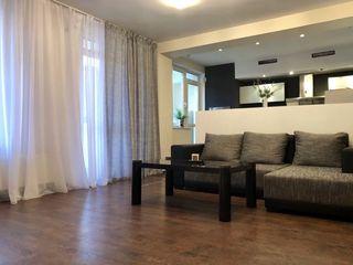 Centru, se oferă spre chirie apartament cu 3 camere,120 m.p, 850 €