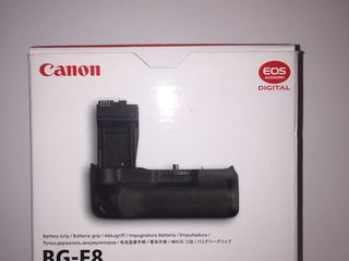 Vând Battery Grip BG-E8 nou în cutie !
