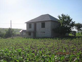Vindem teren cu casa in s.Puhoi, r.Ialoveni, 27 ari, 160m2