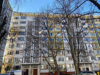 Apartament  cu 2 odai de mijloc str.Miorita