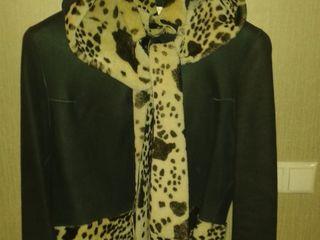 Дублёнка двусторонняя, черно-белый окрас, с капюшоном -150 евро