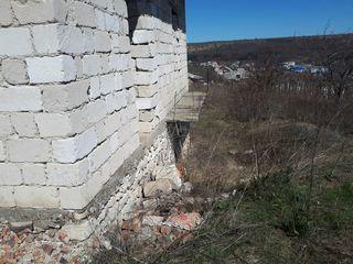 Teren pentru constructie 16 ari cu casa si garaj nefinisate