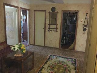 Продаю 3-комнатную квартиру во Флоренах. 11км от Кишинева. Большая, тёплая с автономным отоплением.