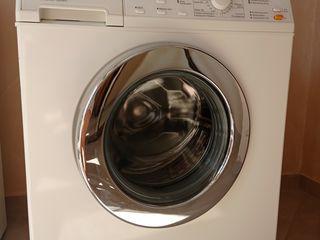 Vând mașină de spălat Miele.