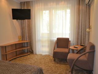 Квартиры помесячно и посуточно.цены от 300 евро за месяц и от 350 лей за сутки.