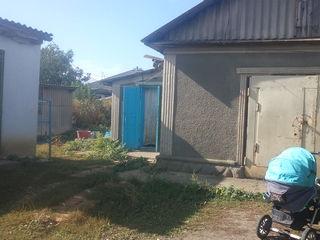 Дом за 8000 €,г.Единцы,тел.свет.вода.подвал.времянка.баня.гараж