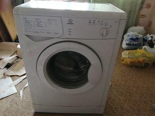 Продам стиральную машинку indesit на запчасти