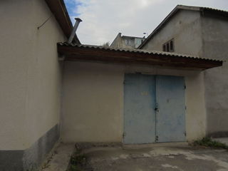 Продам гараж, утепленный на 2 большие машины,во дворах домов 31,33 ул.Независимости .
