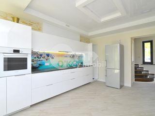 Casa cu 2 nivele, Centru, reparație euro, 120 mp, 1000 € !