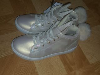 Классные новые фирменные кросовочки для маленькой модницы