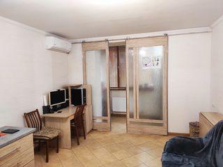 Недорого 1кв.+ 2кв. = 3х кв. Цена 30 500 за 2 квартиры, 90м2. Торг