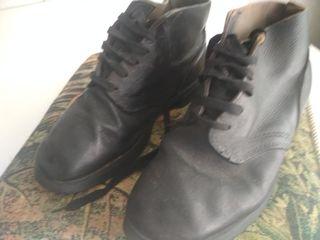 Продам   кожаные ботинки 42 р